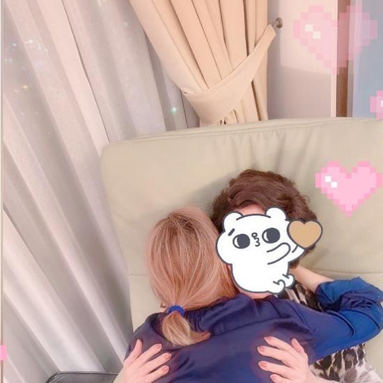 郑秀文母亲患皮肤病